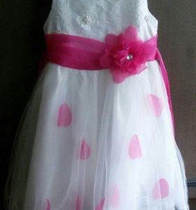 Нарядное платье 122р-р