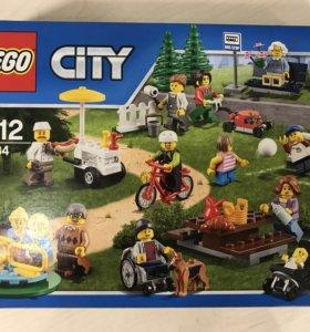 """Лего оригинал """"Праздник в парке»"""