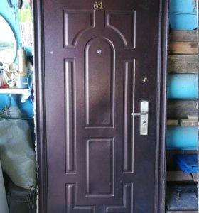 Дверь б/у замки , ключи все работает .