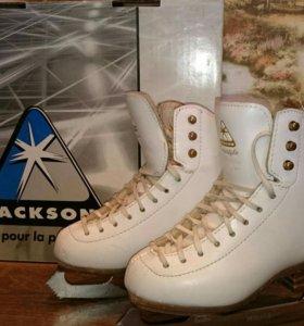 Профессиональные коньки Jackson Freestyle