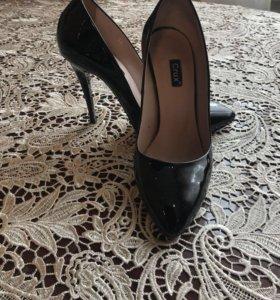 Продаю туфли кожаные лакированые, 36 размер 10 см