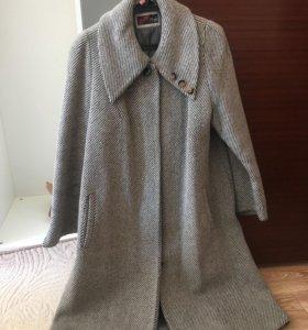 Женское пальто б/у после химчистки