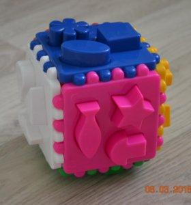 Развивающая игрушка. Логический куб-сортер