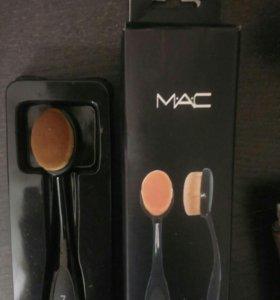 Кисточка для тонального средства MAC