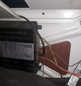 Продам автомобильный усилитель Hollywood Sound Lab