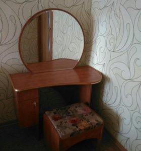 Туалетный столик с зерка
