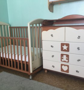 Кровать детская, комод с пеленальным столиком