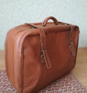 Чемодан кожаный дорожный коричневый