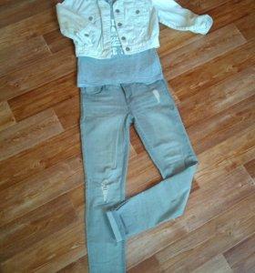 Джинсы, джинсовая куртка и футболка