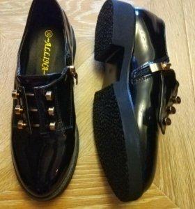 Абсолютно новые Женские ботинки