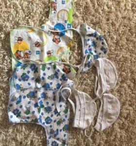Распашонки и шапочки для новорожденного