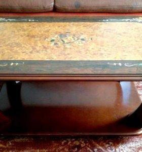 Стол журнальный, поверхность под лаком