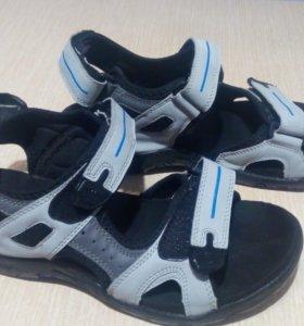 Мужские сандалии (42 размер)