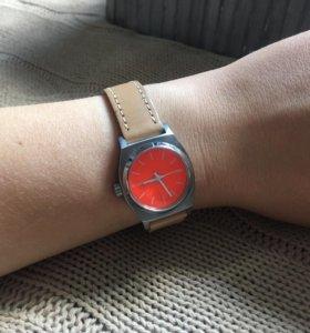 Часы женские Nixon