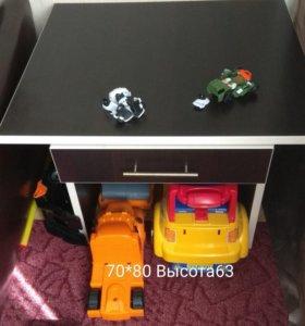 Небольшой стол , цвет венге