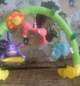 Дуга музыкальная с мягкими игрушками на коляску