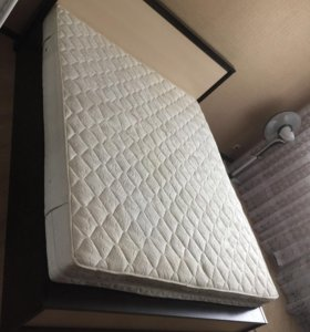 Двуспальная кровать с подъёмным механизмом .