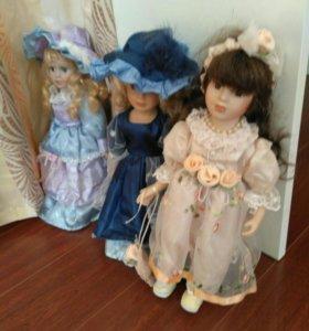 Три фарфоровые куклы
