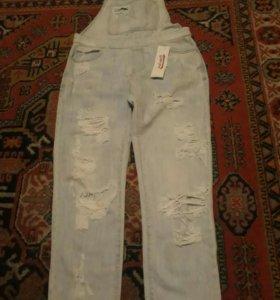 Новый джинсовый комбинезон XS бойфренды