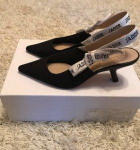 Женские кожаные туфли Christian Dior