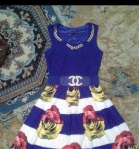 Красивое нарядное платье 42