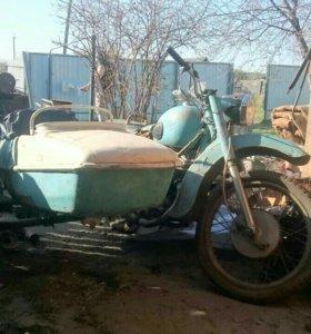 Раритетный мотоцикл планета-1