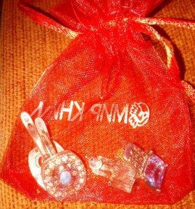 Серебряные серьги в подарочном мешочке
