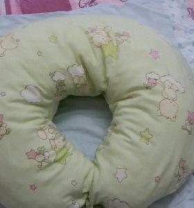 Продам подушку валик для кормления в отличном сост