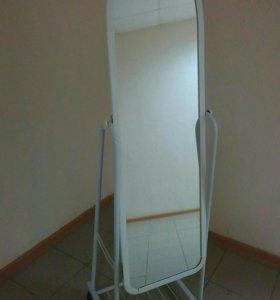 Зеркало напольное на колесиках.