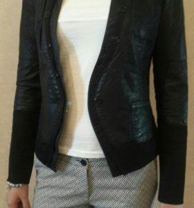 Пиджак новый, очень стильный и оригинальный.