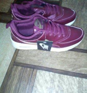 Новые!!! Женские кроссовки