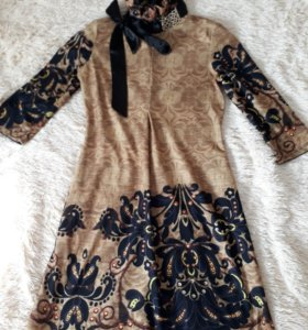 Платье с воротничком-стойкой