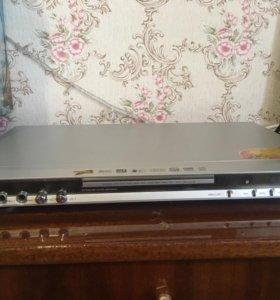 DVD проигрыватель+ караоке( 2 микрофона)