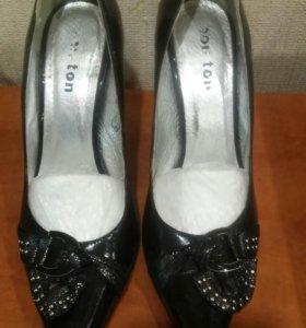 Стильные натуральные туфли 38 размера.