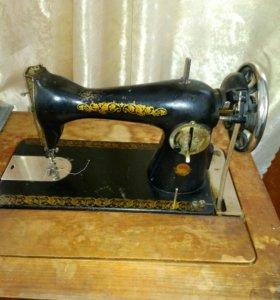 Швейная машинка с ножным приводом ПМЗ им.Калинина