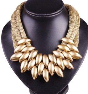 Стильное ожерелье с подвеской