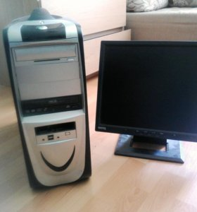 Компьютер и монитор.