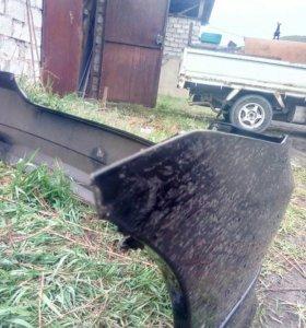 Задний бампер от ToyotaWish в аварийном состоянии