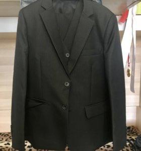 Продам костюм на мальчика. Рост 134