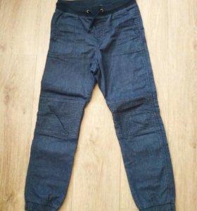 Тонкие джинсы HM на 8-10 лет