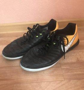 Обувь для мини-футбола