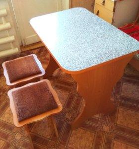 Стол кухонный с 2 стульями