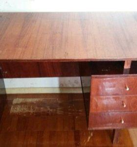 Письменный стол. Размер 65×110