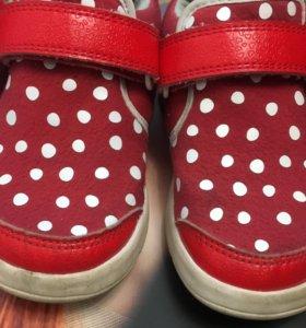 Оригинал Adidas очень легкие не весомые кросы !!