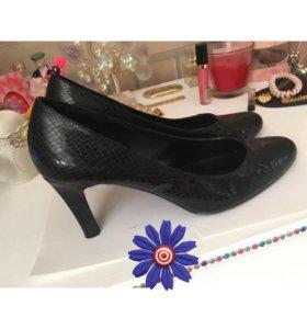 Туфли кожа под змею 38 размер небольшой каблук
