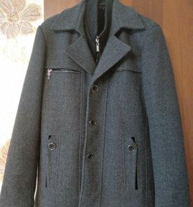 Красивое мужское пальто