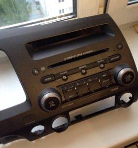 Магнитола с 6-дисковым проигрывателем
