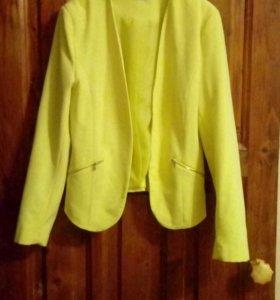 Стильный яркий пиджак