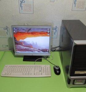 Компьютер с монитором, мышкой и клавиатурой