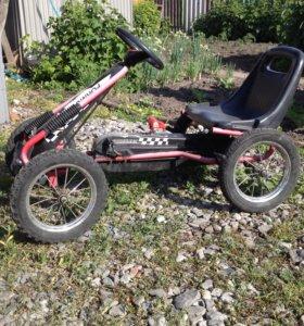 Гоночная машина на педалях